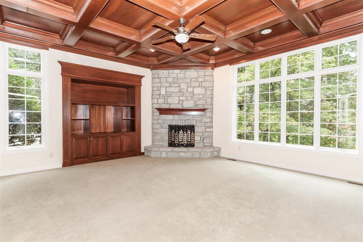 Luxury real estate Custom home on desirable cul-de-sac