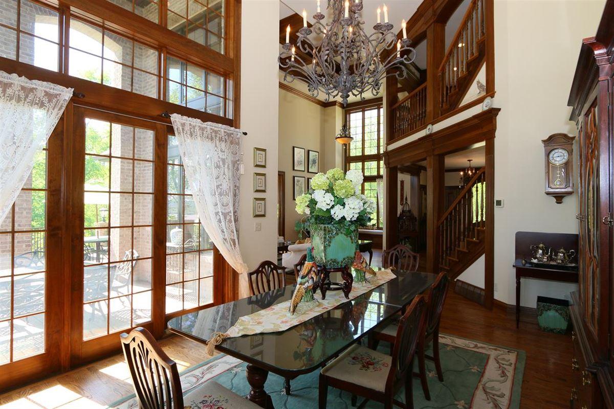 Mansions in remarkable Estate