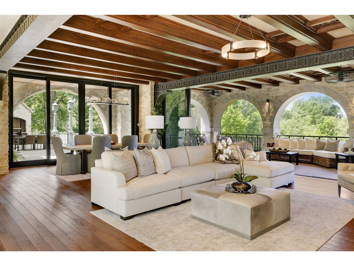 Luxury homes Huntington Manor