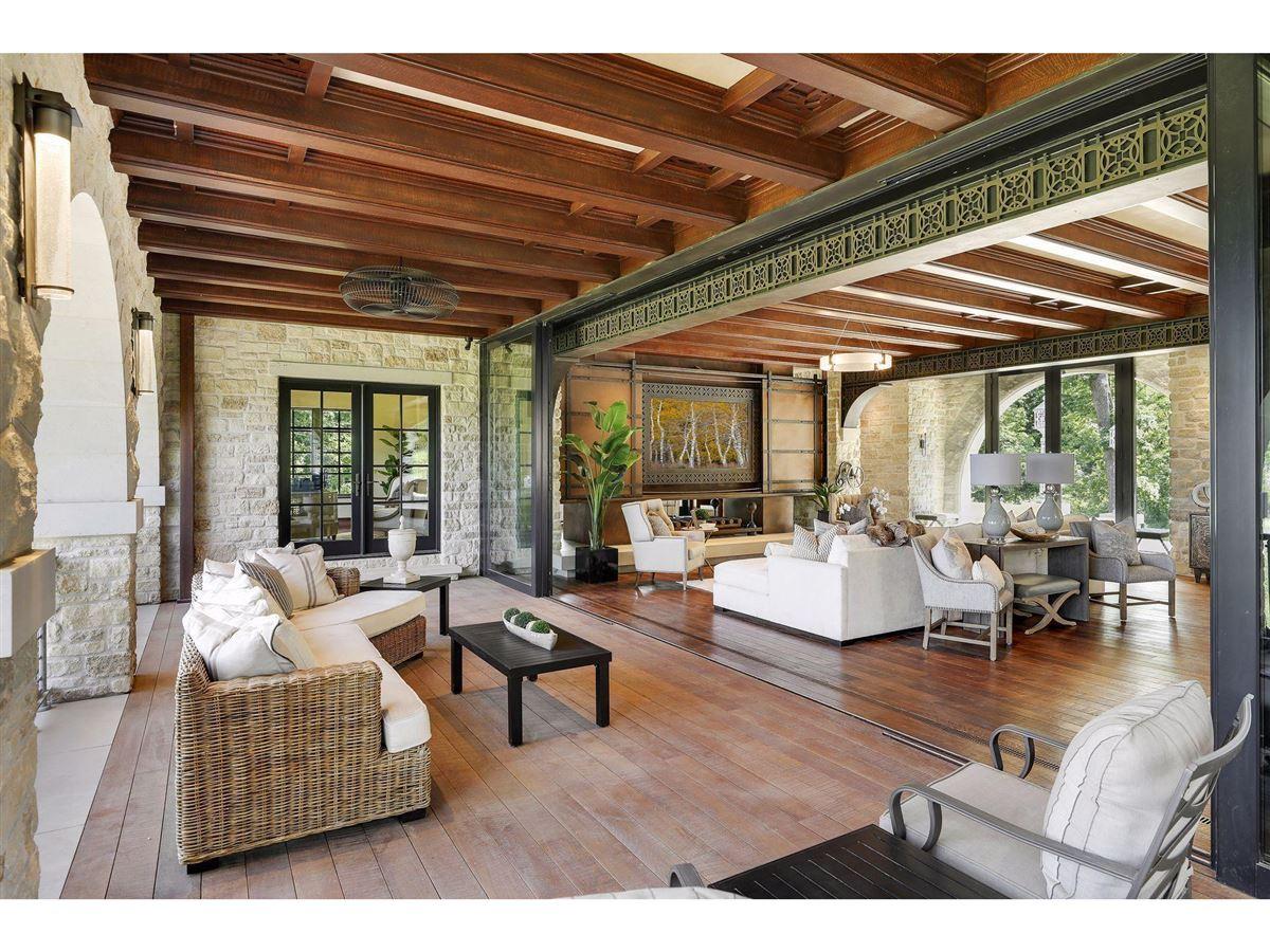 Luxury properties Huntington Manor