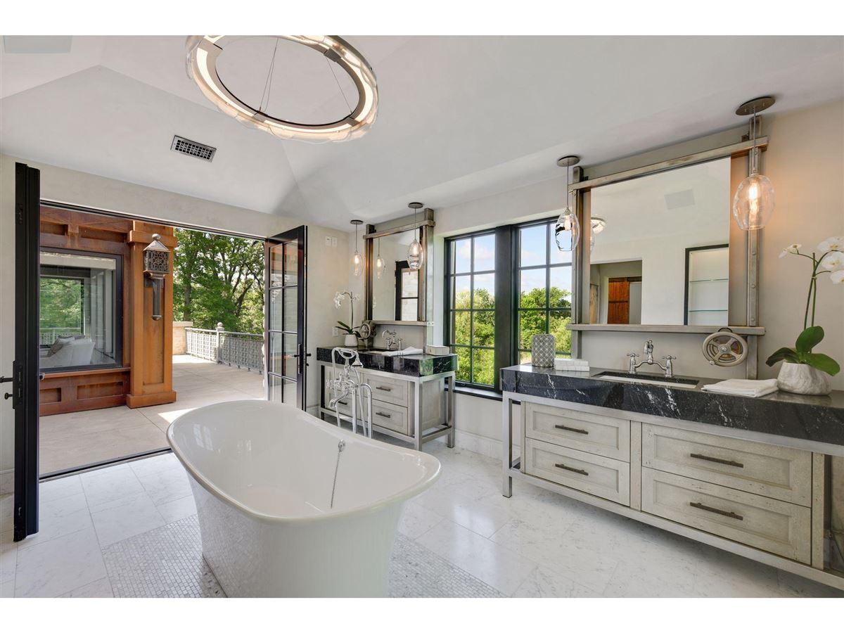 Huntington Manor luxury properties