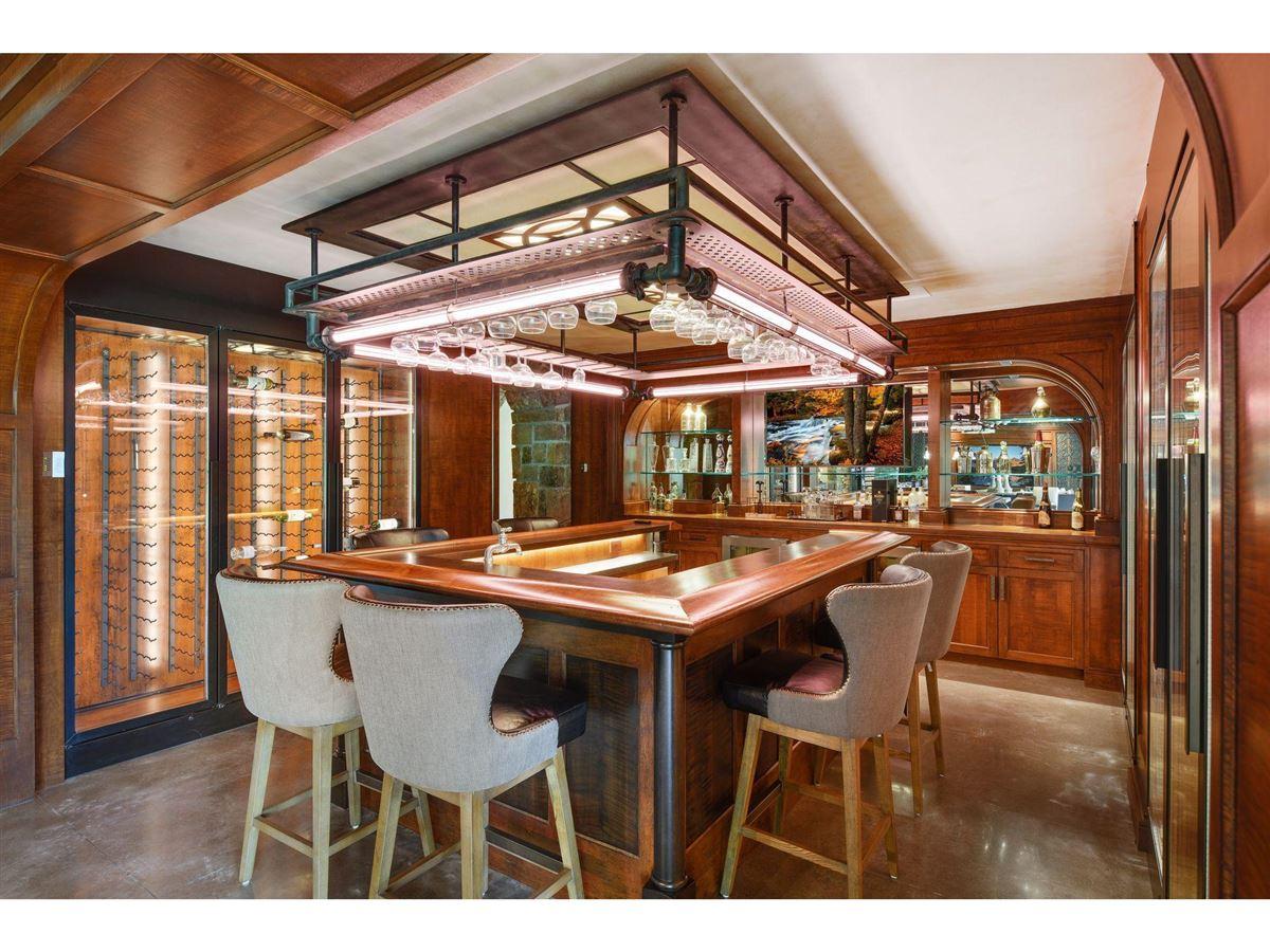 Luxury real estate Huntington Manor