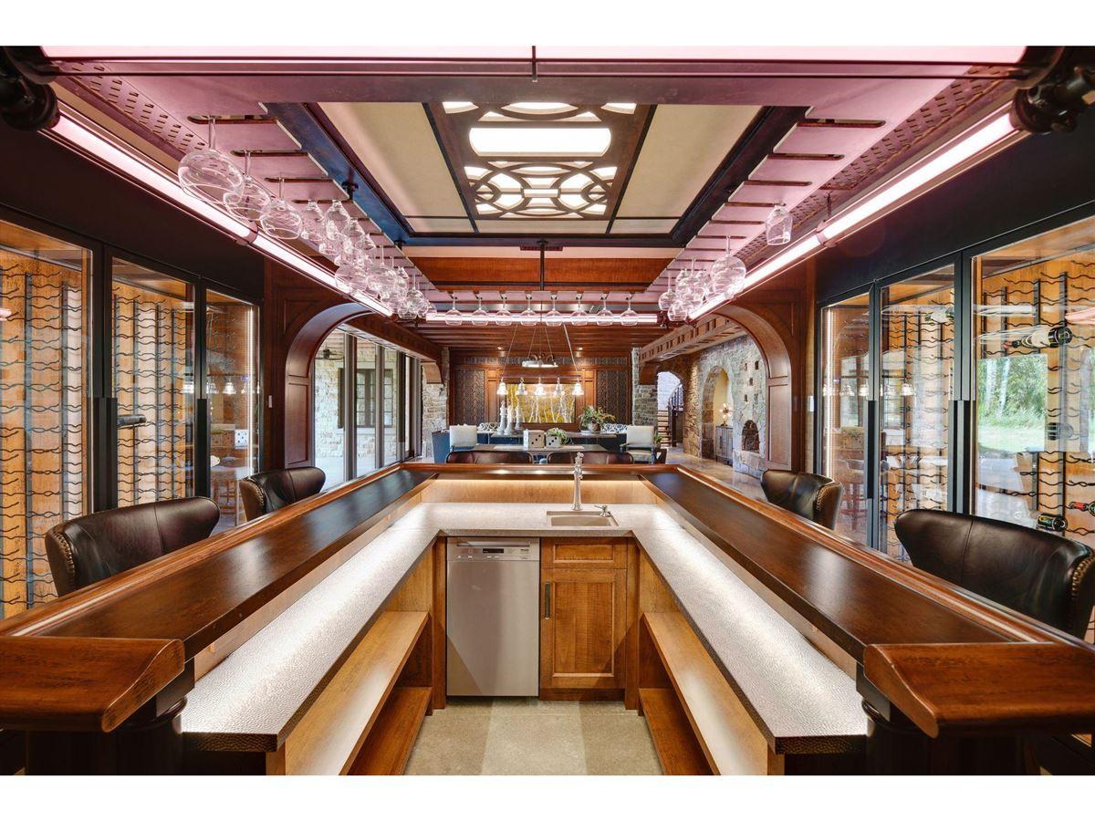 Huntington Manor luxury real estate