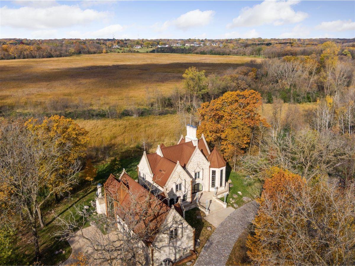 Luxury homes in Huntington Manor