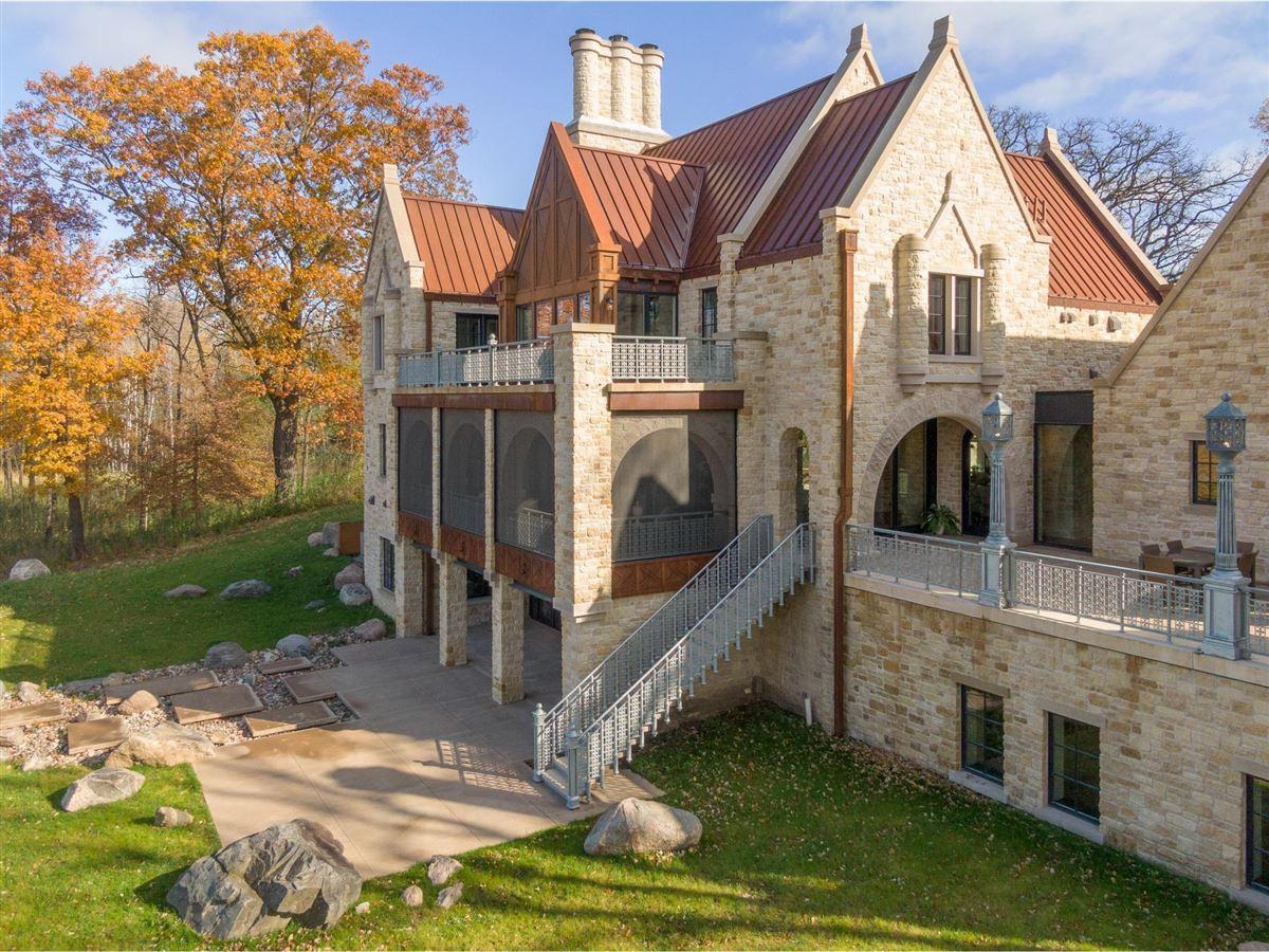 Mansions in Huntington Manor