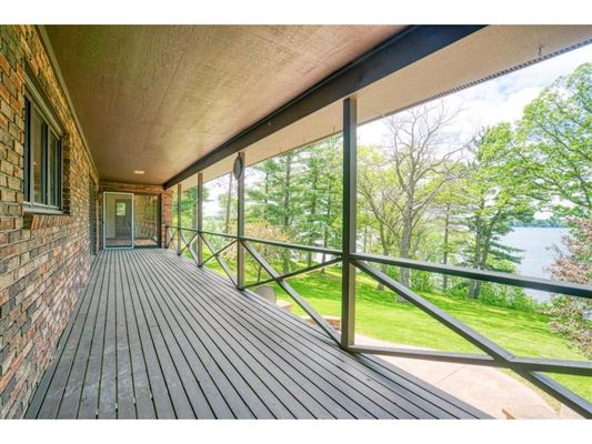 Luxury homes Over 27 acres with lake frontage
