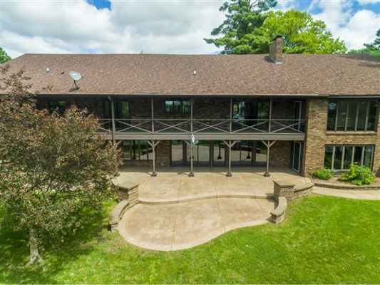 Luxury real estate Over 27 acres with lake frontage