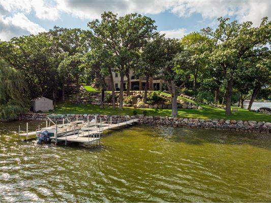 Luxury homes Best Bryant Lake Home