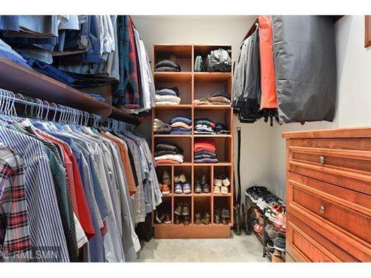 Luxury properties Best Bryant Lake Home