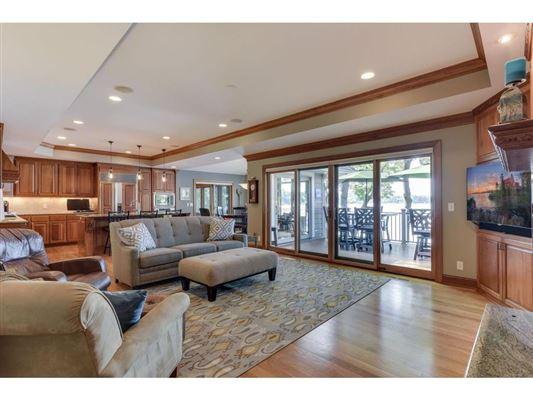 Luxury properties SENSATIONAL LAKE MINNETONKA PROPERTY ON LARGE LOT