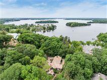 Luxury homes Kenwood at the Lake