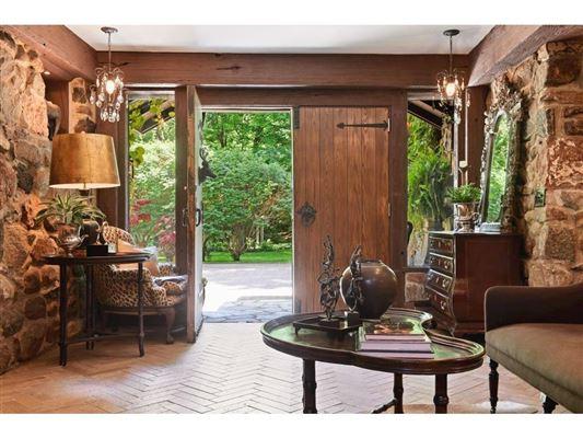 Kenwood at the Lake luxury homes