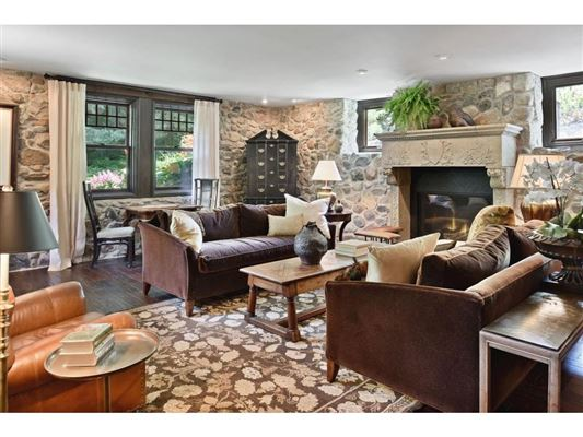 Luxury properties Kenwood at the Lake