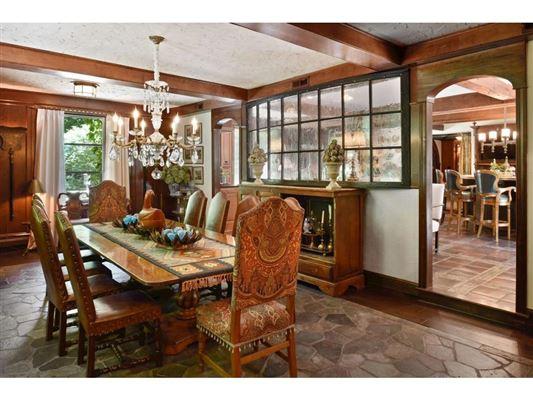 Luxury real estate Kenwood at the Lake