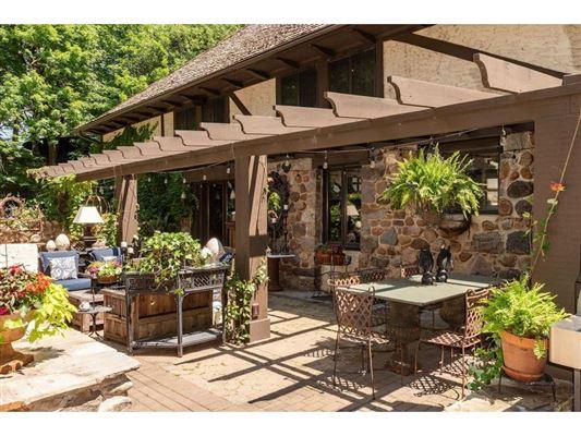 Kenwood at the Lake luxury properties
