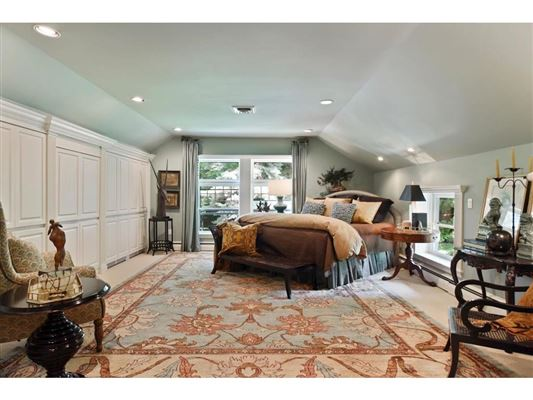 Luxury homes in Kenwood at the Lake