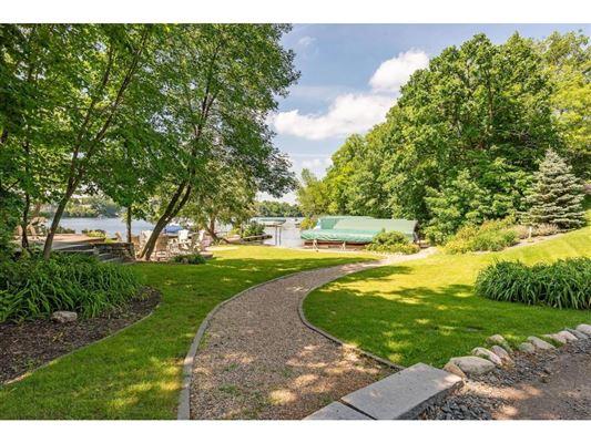 Kenwood at the Lake mansions