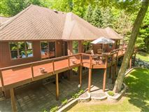 spectacular lake home luxury properties
