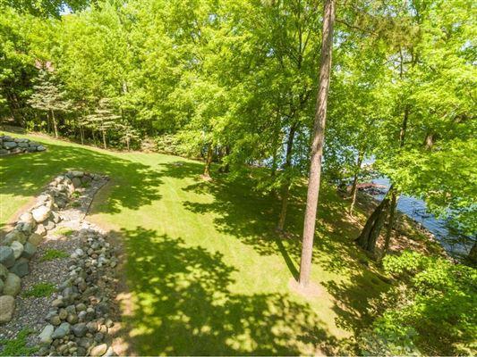 Luxury properties spectacular lake home