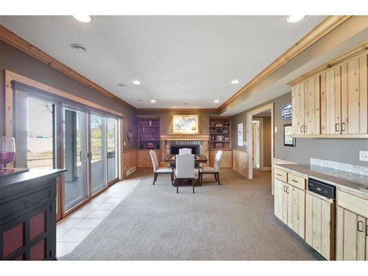 Luxury properties LAKE MINNETONKA PROPERTY