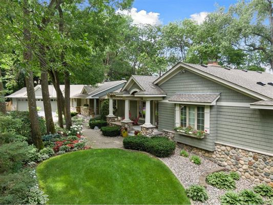 Luxury homes in LAKE MINNETONKA PROPERTY