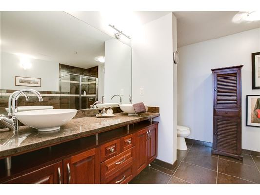 Mansions gorgeous views in fantastic mill district location