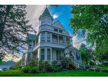 Mansions in a luxurious 1884 Victorian mansion