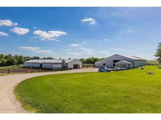 Luxury homes charming home on great horse acreage
