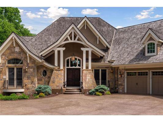 Luxury properties Spectacular Lake Minnetonka home