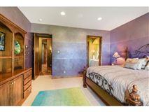 Luxury real estate Spectacular Lake Minnetonka home
