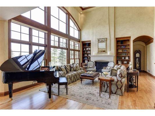 Extraordinary custom estate luxury properties