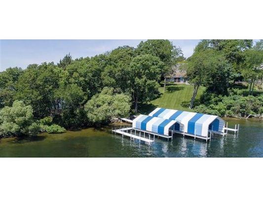 Luxury real estate perfect stone andbrick lake estate
