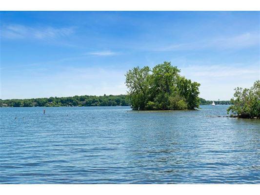 Mansions perfect stone andbrick lake estate