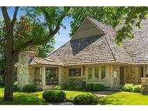 Luxury homes in perfect stone andbrick lake estate