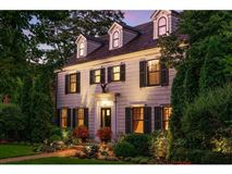 Mansions in Enchanting, historic white colonial
