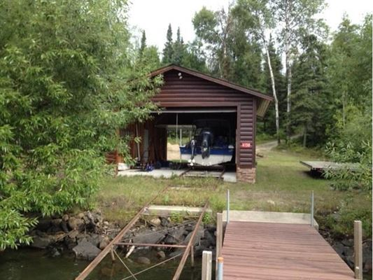 in the heart of Lake Vermilion on Daisy Bay luxury homes