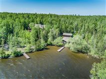 Luxury homes in in the heart of Lake Vermilion on Daisy Bay