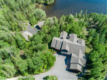 Mansions in in the heart of Lake Vermilion on Daisy Bay