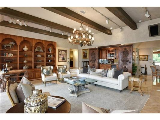 Luxury homes in magical lake estate