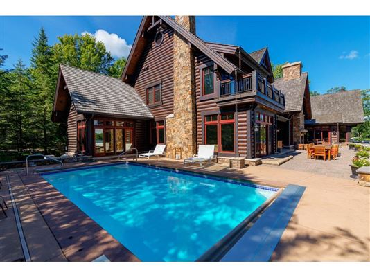 Luxury homes Extraordinary Waterfront Property