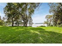 Mansions in Spectacular southwest Lake Minnetonka property
