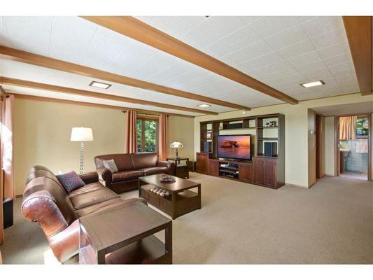 Luxury properties Spectacular southwest Lake Minnetonka property