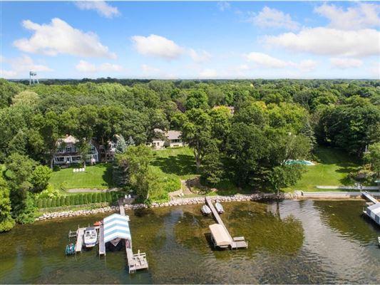 Mansions Spectacular southwest Lake Minnetonka property