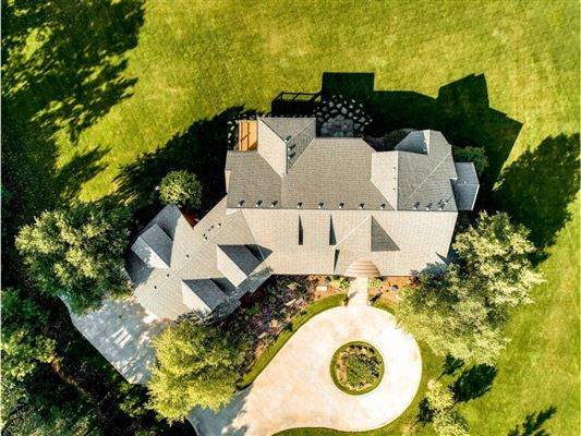 Luxury homes in expansive estate on private Gem Lake