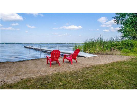 Luxury properties Golden opportunity on a secret gem of a lake