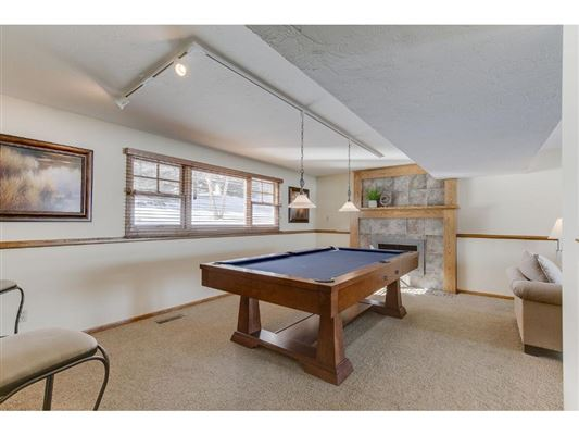 Luxury properties Warm and Inviting Home in Prior Lake