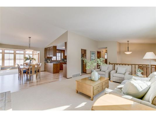 Luxury homes Warm and Inviting Home in Prior Lake