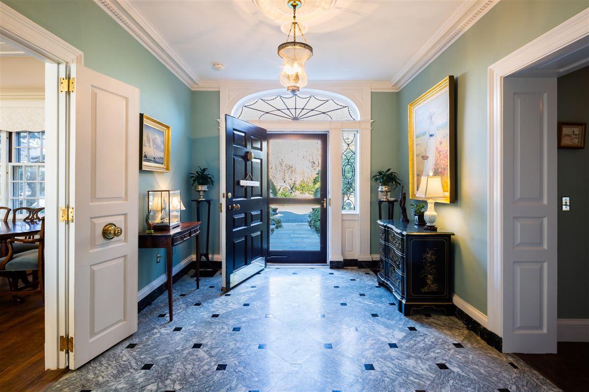 MAGNIFICENT GEORGIAN ESTATE luxury homes