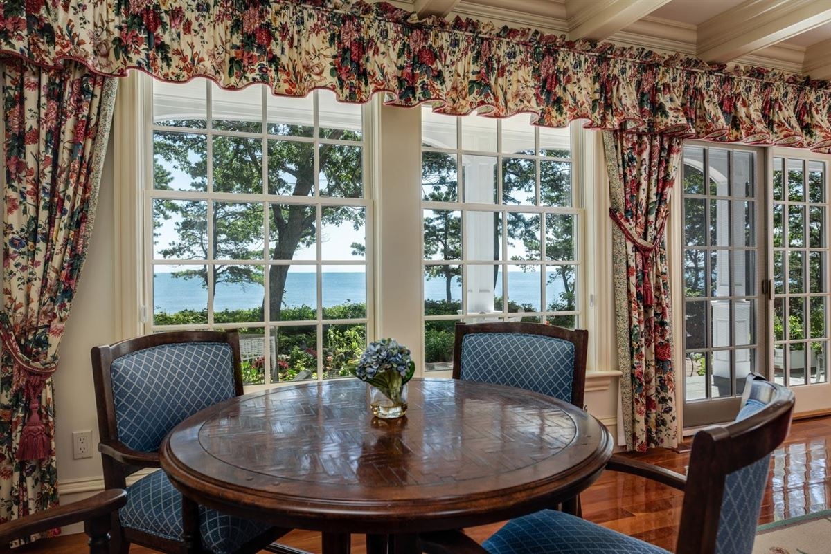 Mansions Luxuriously appointed sandy beach front estate property
