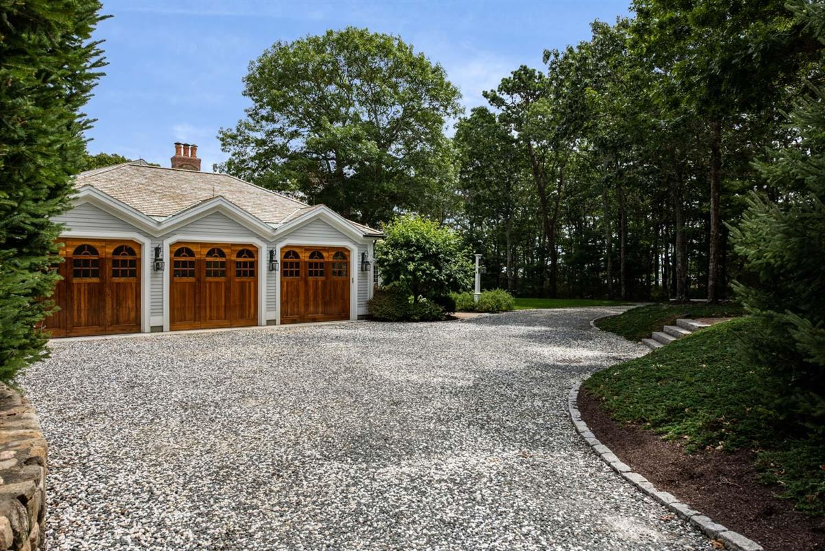 Mansions in Luxuriously appointed sandy beach front estate property
